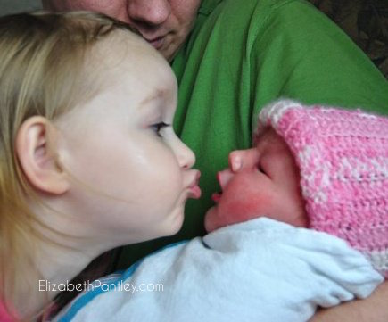 Tips for Brining a Second Baby Home @NoCrySolution #ParentingTips