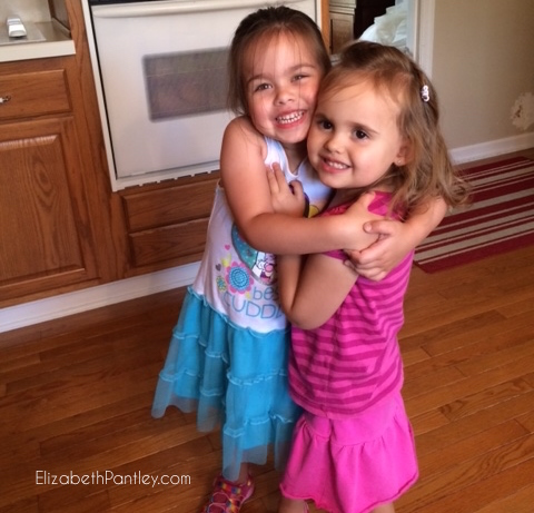 How to Help Your Children Be Friends @NoCrySolution #parenting #tips