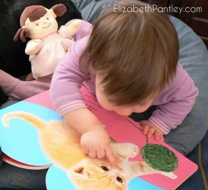 encourage-independent-play-elizabethpantley-leah-14mo